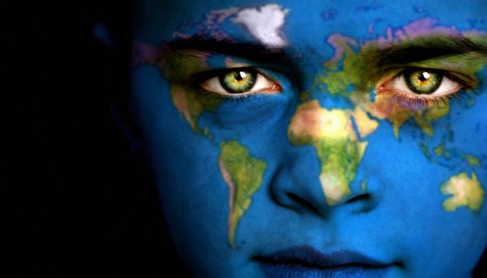 Kdo bi bil, če te nič ne bi definiralo in če ti svet ne bi dal nobene etikete?
